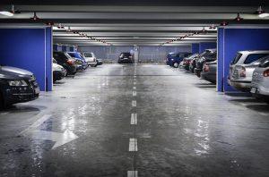 Roubo em estacionamento de agência bancária gera dever de indenizar